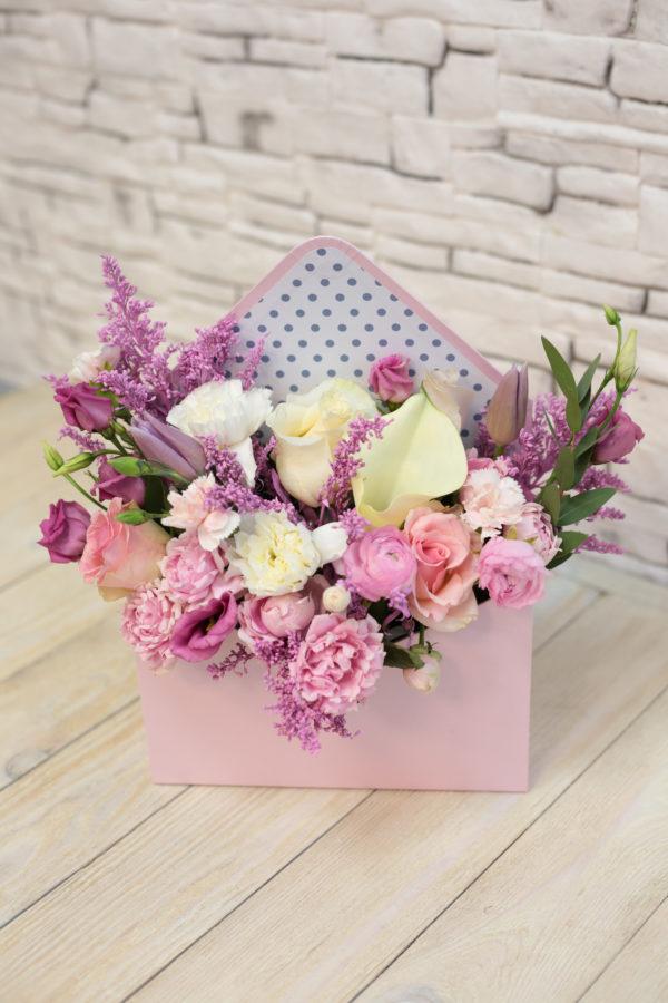 Композиция из цветов розовая