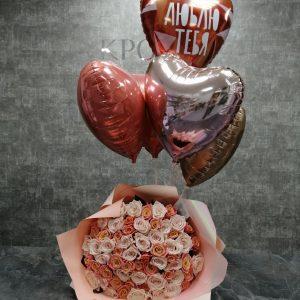 букет роз с шариками
