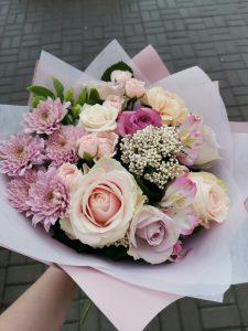 нежные розы в букете