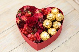 коробка сердце с розами
