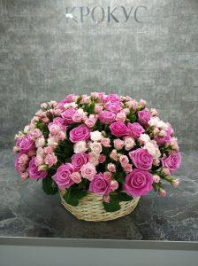 Огромная корзина из роз