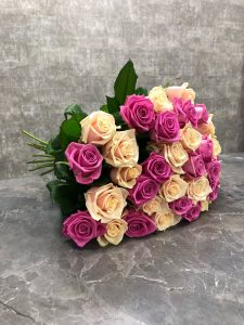 Розовые и кремовые розы