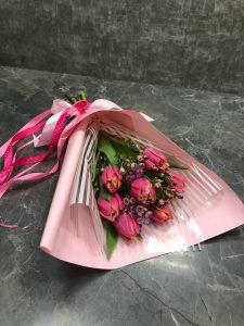 пионовидные яркие тюльпаны