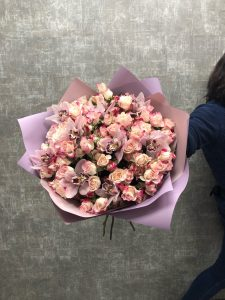 нежный букет с орхидеями