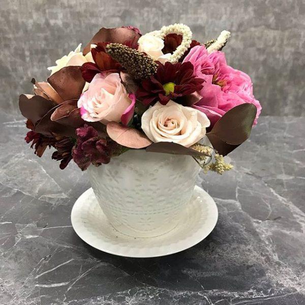 горшочек со срезанными цветами