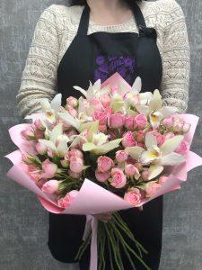 розовый букет с орхидеями