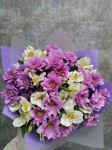 хризантемы с альстромерией