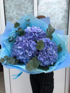 голубой букет с гортензией