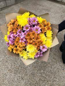 букет с кирпичными хризантемами