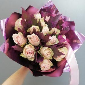сиреневый букет с розами