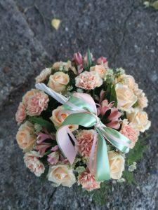 корзина с нежно розовыми цветами