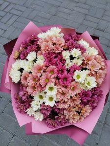 розовый букет хризантем