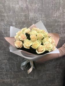 розы с персиковым отливом